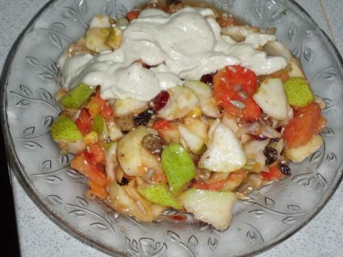 Vaisių salotos su anakardžių riešutų kremu