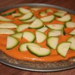 Raw pica su pomidorų padažu ir cukinijomis